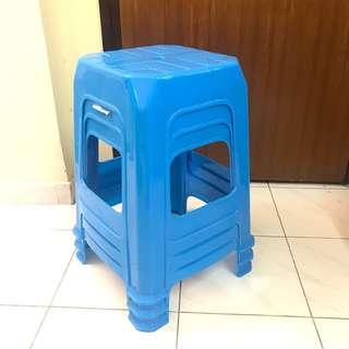 藍色四腳膠椅 Plastic Chair