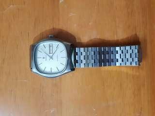 瑞士梅花嘜男裝全自動上綀有星期中英對照手錶及有日期的灰沙面EAT機芯没有維修運行正常。