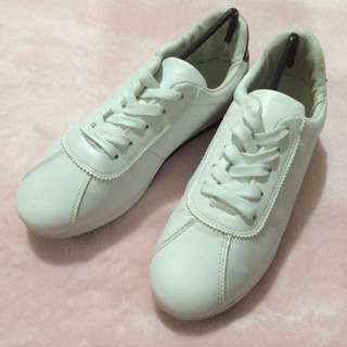 Mens white shoes size 42/10.5