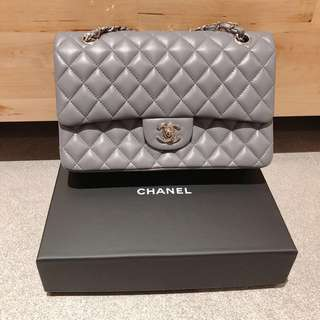 Chanel style chain bag