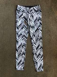 Nike Women's tights, monochrome, size medium