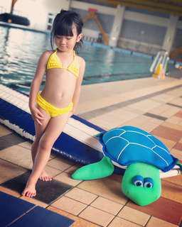 二件式泳裝(含泳帽)