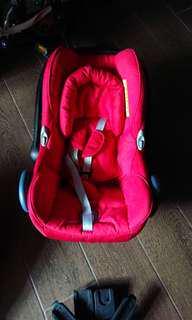 Maxi cosi嬰兒籃  九成新 可安裝在車上