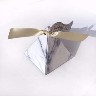 🚚 Triangle Marble Doorgift with ribbon