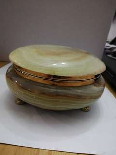 Round Onyx box