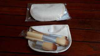 Mini Travelling Brushes (2 Sets = $5)