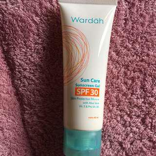 WARDAH sunscreen dan acne cleansing gel