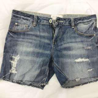Almost new zara blue denim shorts with 4 pockets
