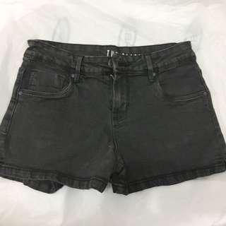 Almost new black shorts with 4 pockets