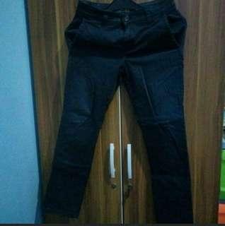 Celana hitam semi jeans