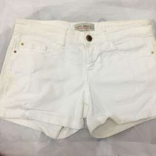 Almost new zara white denim shorts with 4 pockets