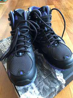 North Face Boots (Brand New)