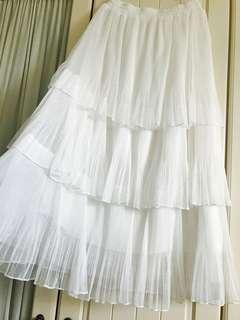 🚚 白色百摺紗蛋糕蓬裙