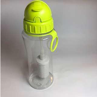 【免運費】台灣megafresh鹼性隨身濾水壺【帶濾心】(螢光綠)