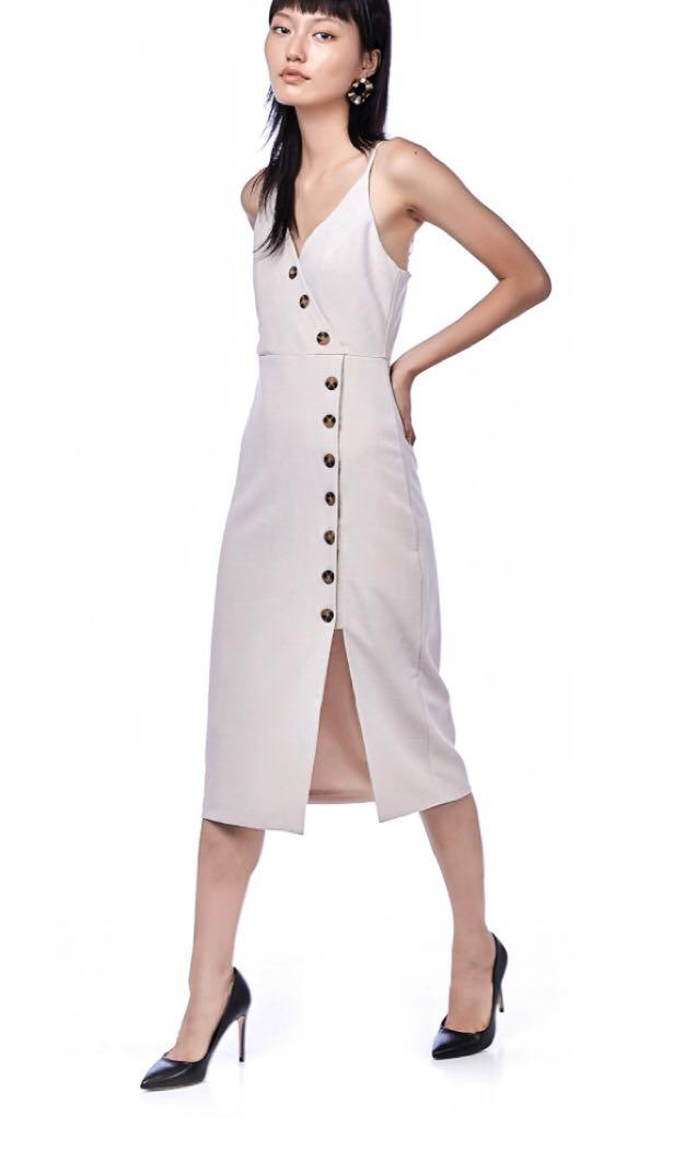 ed33c5edd9de Miraya button-down midi dress in sand size M, Women's Fashion ...