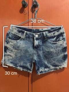 Celana pendek jeans permata