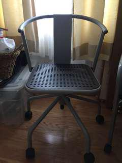 Chair with 5 wheels