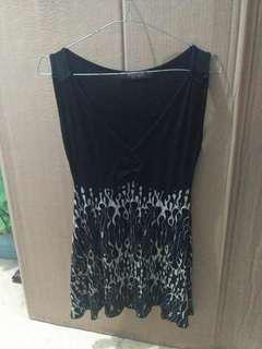 Mini dress hitam bercorak bahan melar