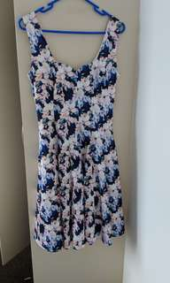 Size 8 - flowery dress great for any occasion
