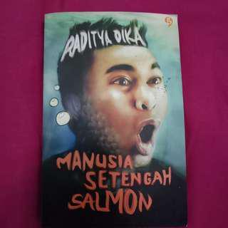 Novel MANUSIA SETENGAH SALMON