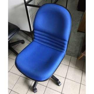 淺藍色布面無扶手辦公椅 手動升降 電腦椅 辦公椅 主管椅 高級 書桌椅 沙發皮椅 董事長椅 A1469