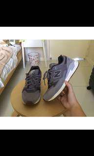 New Balance Nike Sneaker Size 8 / 39 // Universal Store // Platypus // Foot Locker // Adidas // Glue Store // Must Have