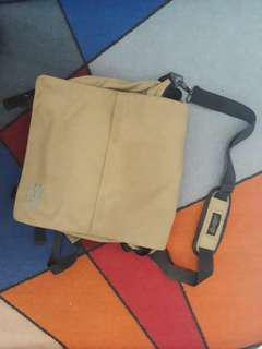 Tas samping ransel juga bisa
