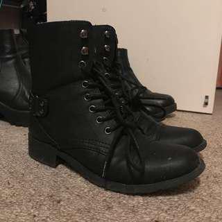 Combat boots size 7