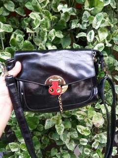 Tas Wanita (Sling bag hitam)