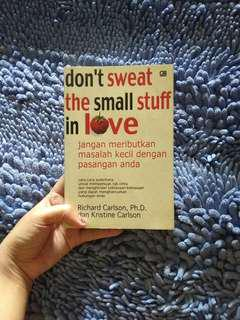 Buku psikologi Dont sweat the small stuff in love