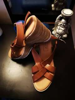 Brown wedges new