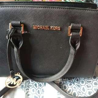 Tas MK wrna hitam ukuran Medium 30cm
