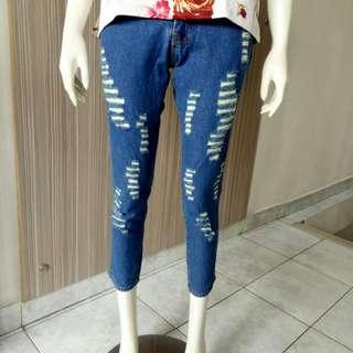 Boyfriend Ripped Jeans / Celana Jeans Sobek