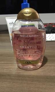 OGX Cherry Blossom shampoo 385ml
