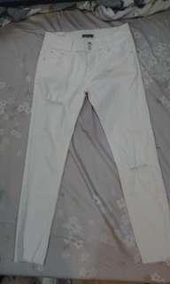 🚚 白色刷破長褲