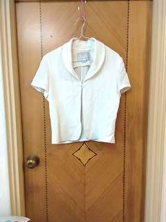 白色夏天斯文女装短褸 Woman's white summer short jacket
