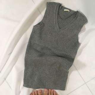 🚚 Gu坑條直紋V領針織上衣M