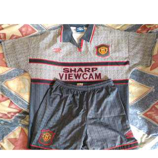 "Rare 1995-96 Umbro Manchester United Away Shirt, L Size with Short 34"", 罕有1995/96曼聯作客球衣大碼連褲34寸"