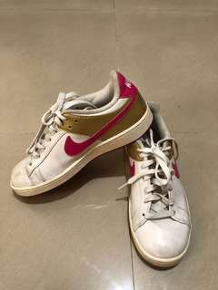 Nike Santa Cruise Shoes