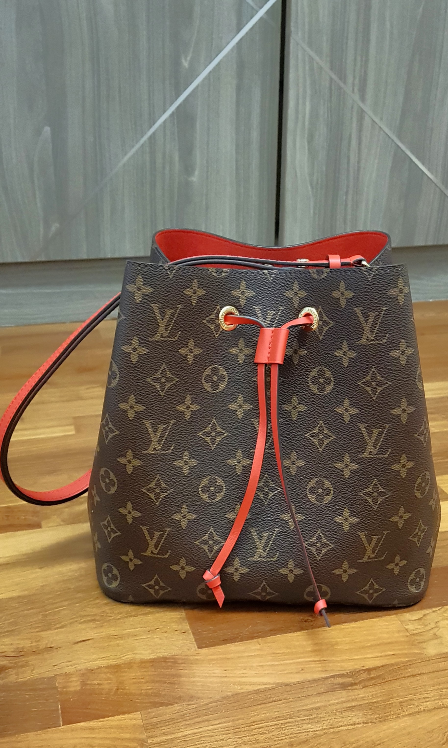 Authentic Louis Vuitton Neo Noe Red Bucket Bag LV 927dbd027db60