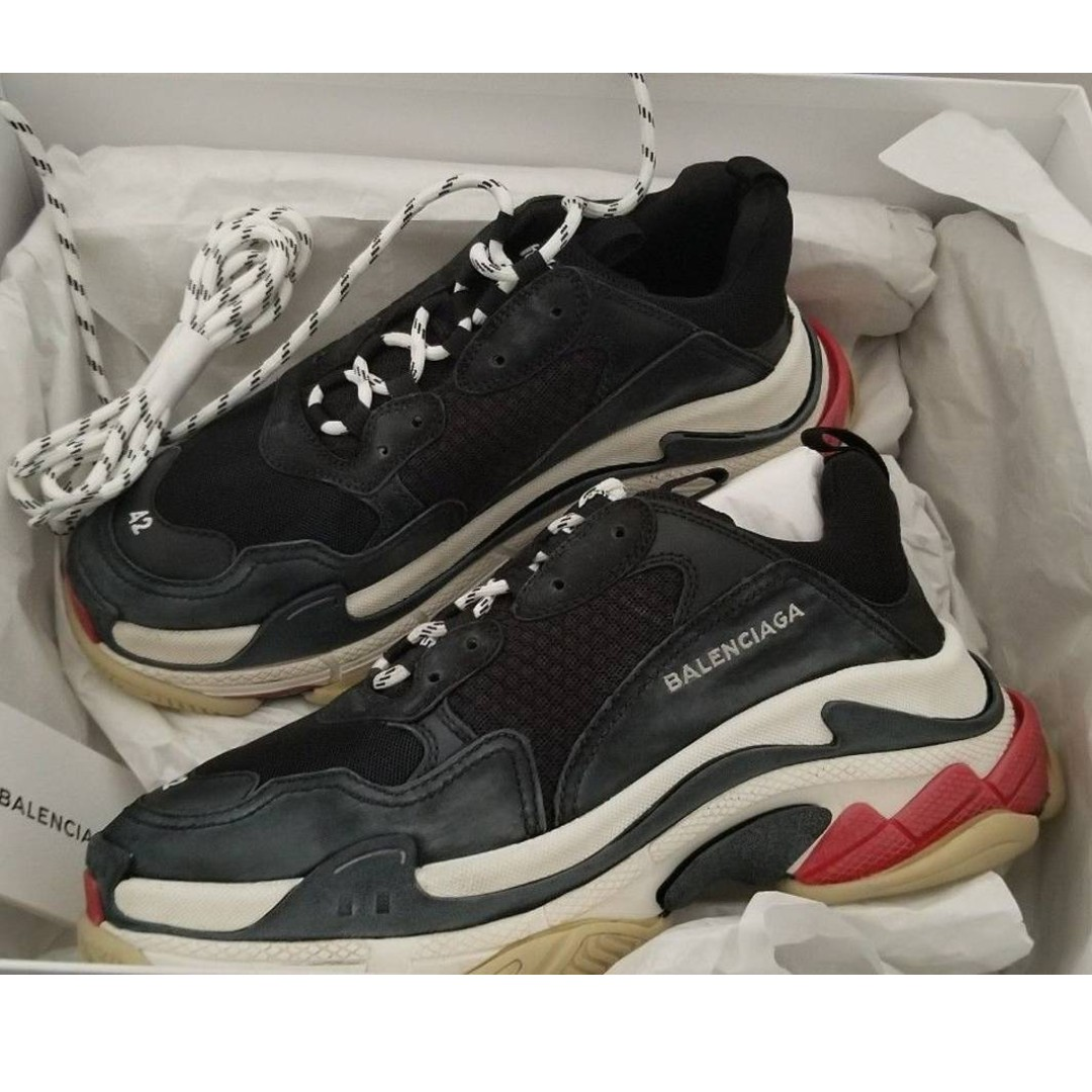 3547fa7908 Eu42 Balenciaga Triple S BRED, Men's Fashion, Footwear, Sneakers on  Carousell