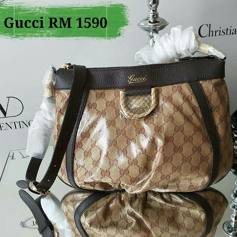 5bbe15ae091 Gucci Sling Bag