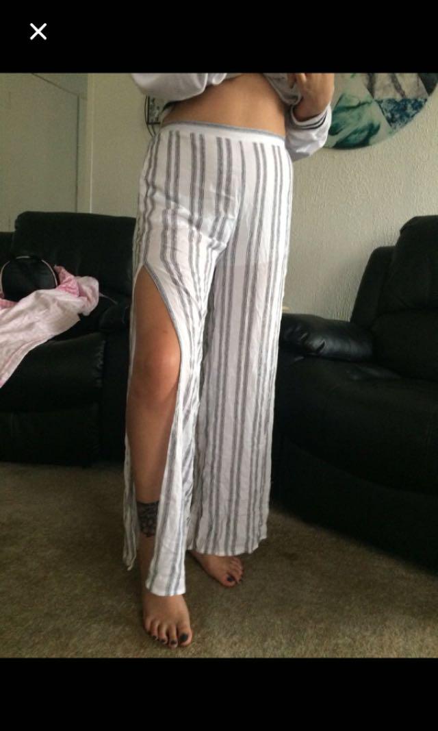 Leg slit wide trousers