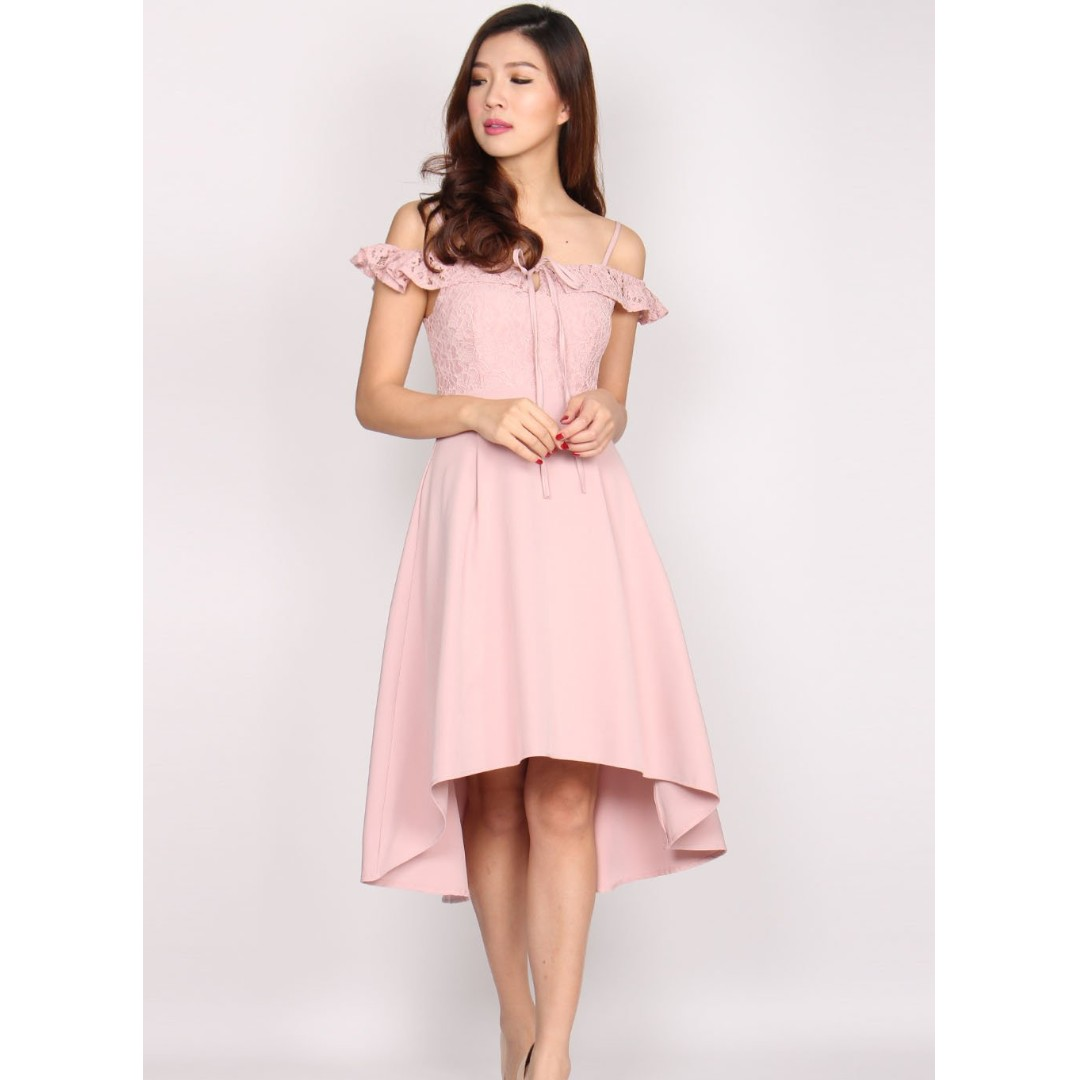 7b2c9624568a The Design Closet - Clarke Lace Off Shoulder Hi Lo Dress In Blush, Women's  Fashion, Clothes, Dresses & Skirts on Carousell