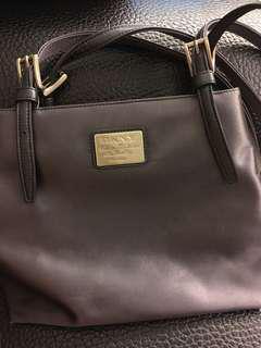 🚚 DKNY肩背包