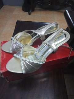 Fladeo gold shoes