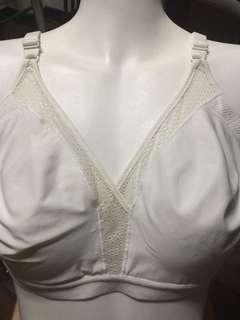 Hanes white brassiere 36b-c