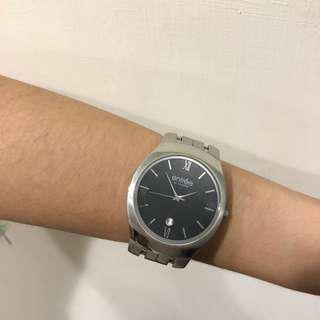 ENTREE 黑色表面鐵錶