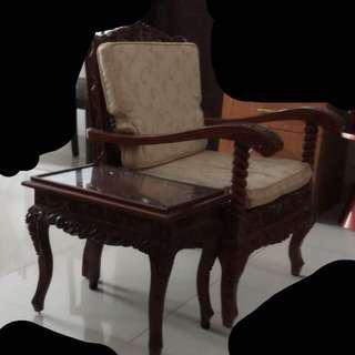 Preloved one seater with side table kursi dan meja kaca