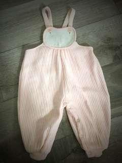 粉紅色連身吊帶褲